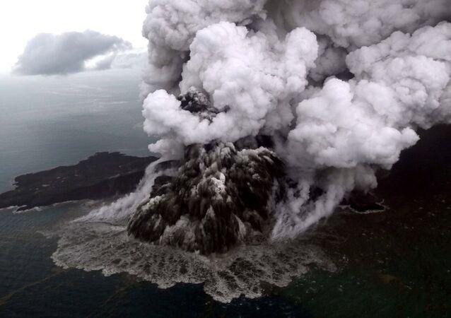 Endonezya'da tsunamiye sebep olan Anak Krakatau Yanardağı