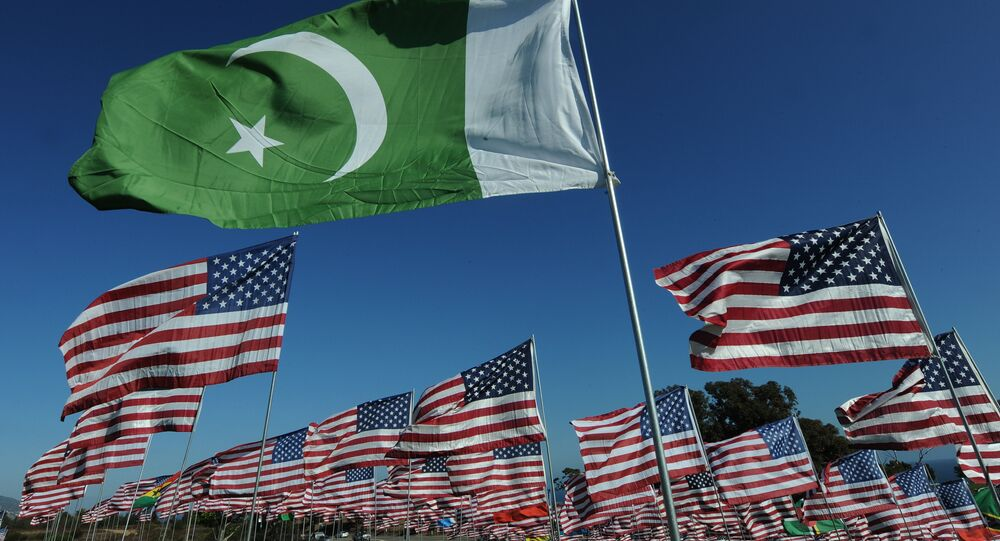 The flag of Pakistan and American flags (File)