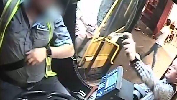 Otobüse alınmayan yolcu, şoföre biber gazı sıktı - Sputnik Türkiye
