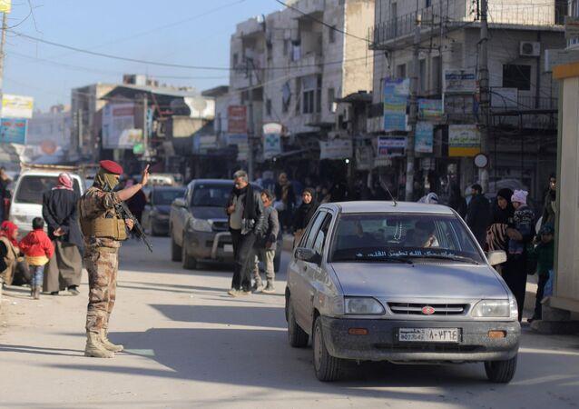 Menbiç'in merkezinde DSG'ye bağlı Menbiç Askeri Meclisi üyeleri, devriye ve denetimlerini sürdürüyor.