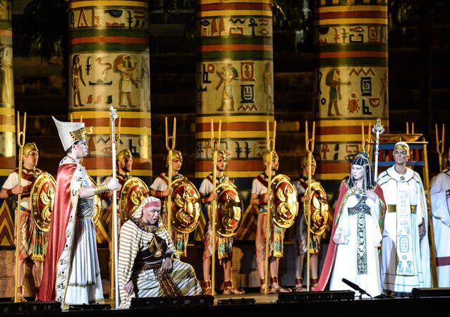 Giuseppe Verdi'nin Aida operası, 2017'de Guangzhou'da sahnelenirken