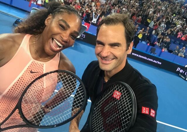Hopman Kupası'nda İsviçre ile ABD arasındaki karışık çiftler maçı sayesinde Roger Federer ile Serena Williams kortta birbirine karşı ilk kez mücadele verdi.