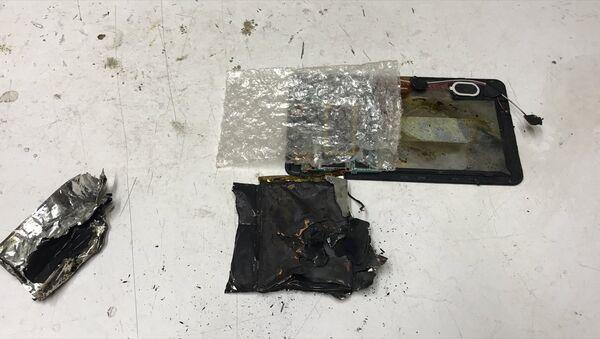 Bursa'nın İznik ilçesinde elektronik cihaz tamiri üzerine çalışan Enes Şahin'in (30) onarmaya çalıştığı tablet, henüz belirlenemeyen nedenle bir anda patladı. - Sputnik Türkiye