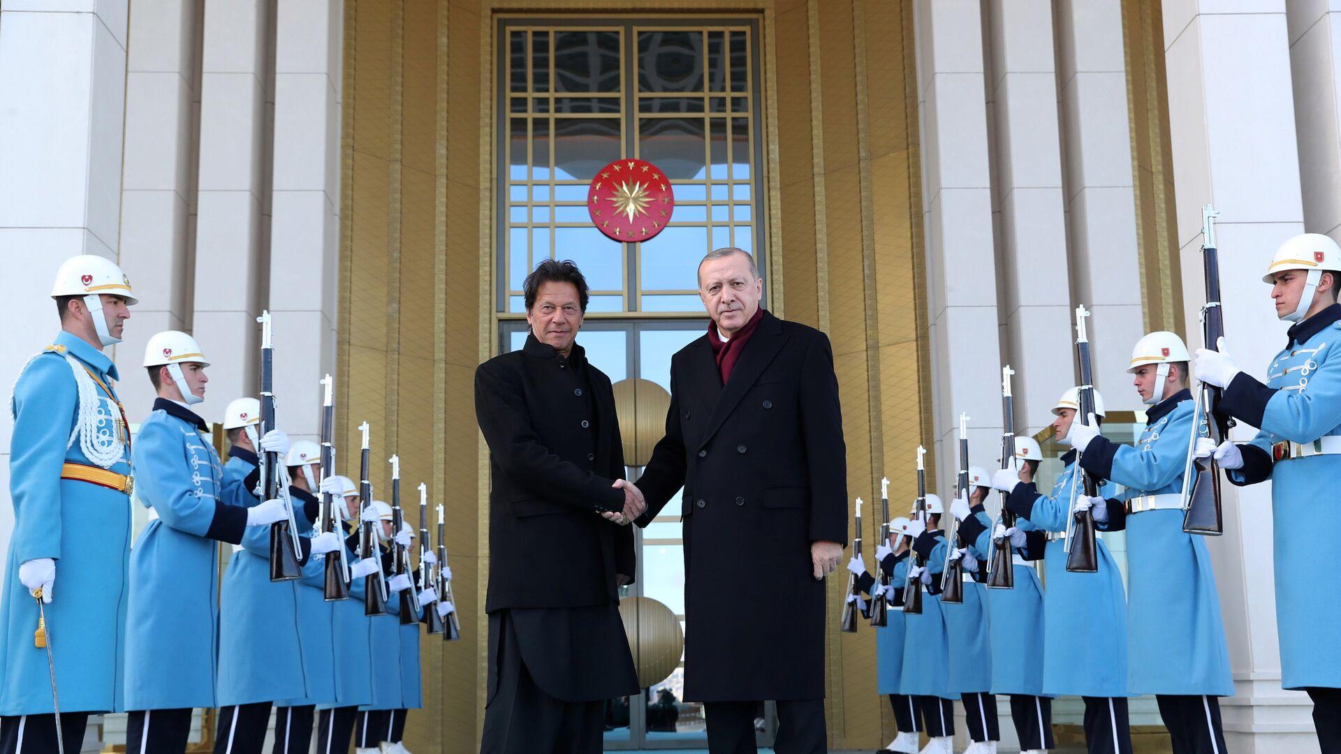 Türkiye Cumhurbaşkanı Recep Tayyip Erdoğan ve Pakistan Başbakanı İmran Han - Sputnik Türkiye, 1920, 26.08.2021