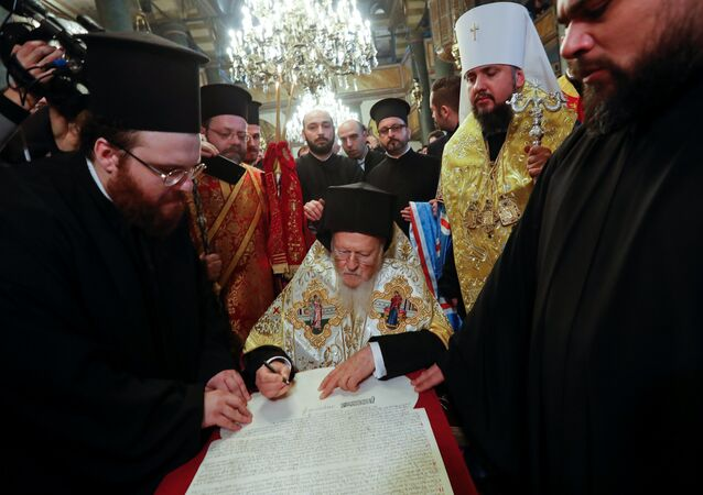 Fener Rum Patriği Bartholomeos, Ukrayna Ortodoks Kilisesi'ne bağımsızlık kazandıracak kararnameyi imzaladı