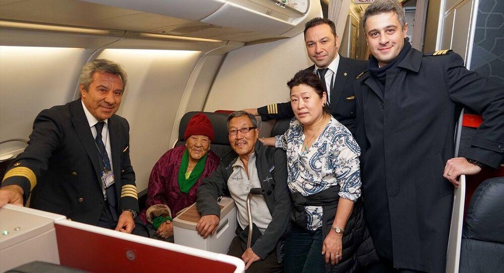 Türk Hava Yolları (THY), tarihinin en yaşlı yolcusu olan 102 yaşındaki Nepalli Ang Phurba Sherpini