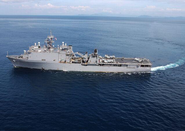 ABD çıkarma gemisi USS Fort McHenry (LSD 43)