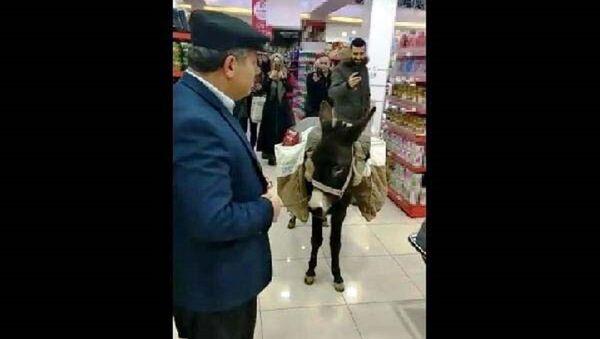 Halil Gün, market, eşek - Sputnik Türkiye
