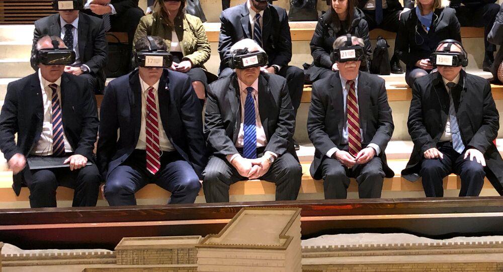 İran Dışişleri Bakanı Zarif, Twitter hesabından Beyaz Saray Ulusal Güvenlik Danışmanı John Bolton'un İsrail ziyaretinde sanal gerçeklik gözlükleri ile çekilmiş fotoğrafını paylaşarak, Bir resmin bin kelime anlattığı söylenir ancak bu resim ABD'nin bölgemizde yıllardır sürdürdüğü başarısız politikalar hakkında bin kelimeden fazlasını anlatıyor ifadesini kullandı.