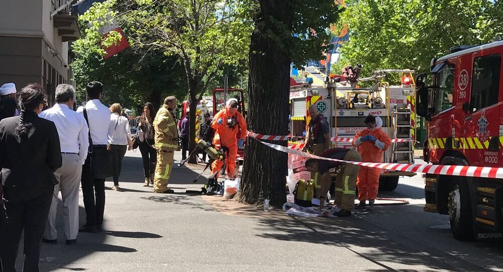 Avustralya'daki acil durum ekipleri Melbourne'de Hindistan ve Fransa temsilciliklerinin bulunduğu sokakta önlem alıyor.