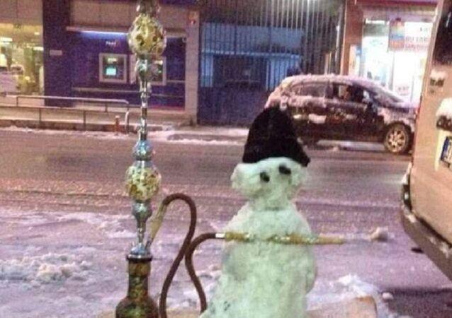 Nargile içen kardan adam