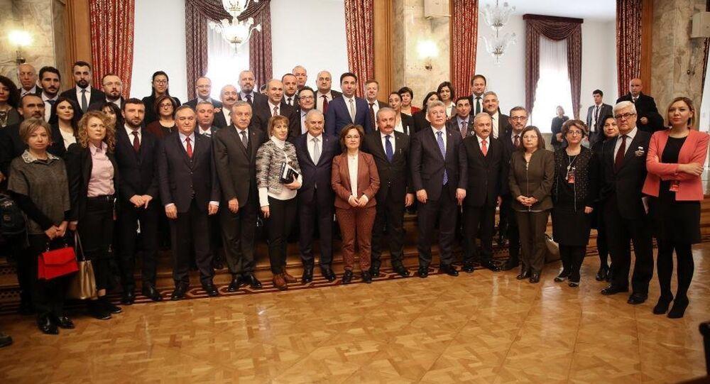 10 Ocak Çalışan Gazeteciler Günü nedeniyle parlamento muhabirleri ile kahvaltıda buluşan TBMM Başkanı Binali Yıldırım