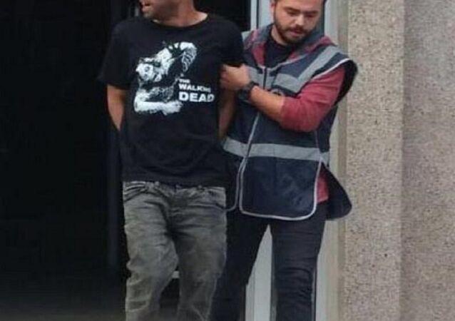 Birlikte yaşadığı Bahriye Üngeç'i tabancayla sırtından vurarak öldürdüğü iddiasıyla yargılanan Murat Vardal