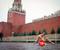 Kızıl Meydan'da gerçekleşen 5 sıradışı olay - Sanatçı Pyotr Pavlenskiy testislerini çiviledi