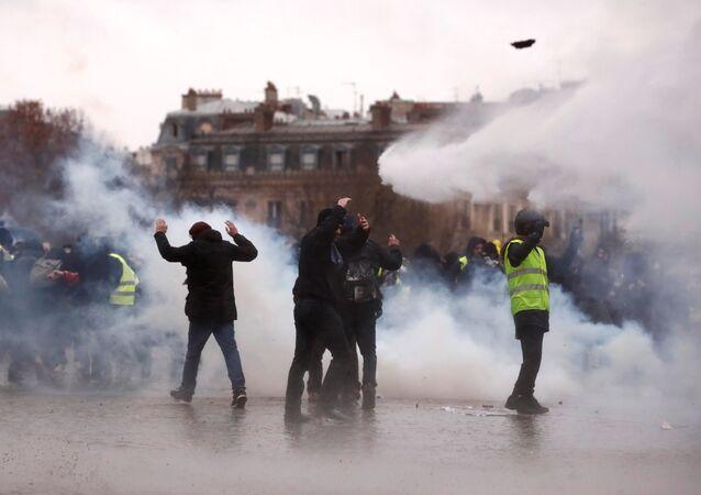Sarı Yelekler Paris protestoları 9.hafta