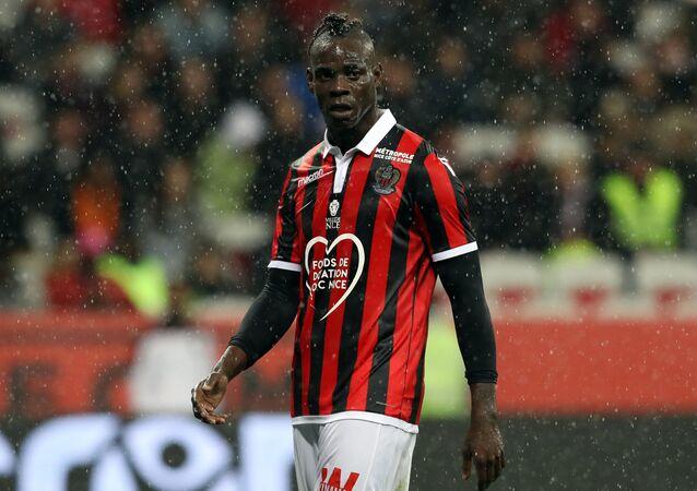 Fransa'nın Nice takımında forma giyen İtalyan forvet oyuncusu Mario Balotelli