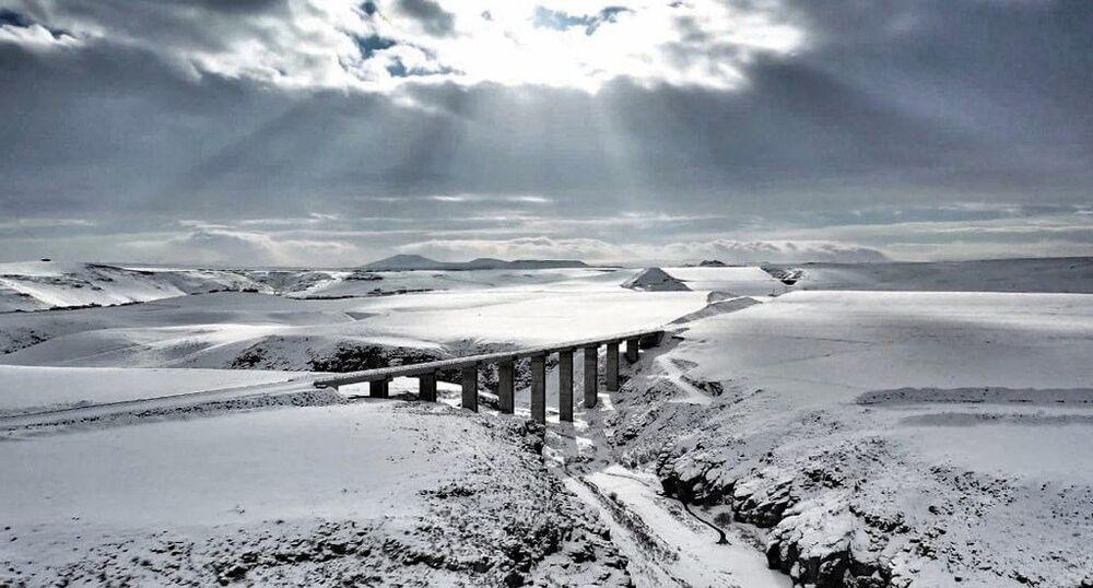 Karla bütünleşen Doğu Ekspresi havadan görüntülendi
