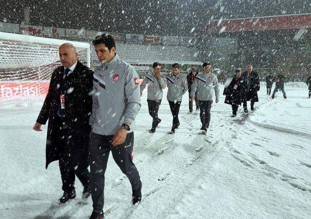 Boluspor-Galatasaray karşılaşması yoğun kar yağışı nedeniyle ertelendi