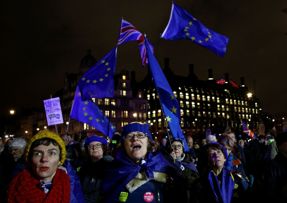 İngiliz parlamentosunda yapılan oylamada İngiltere Başbakanı Theresa May'in AB ile vardığı birlikten çıkış (Brexit) anlaşması 202 evet oyuna karşı 432 hayır oyu ile reddedildi. Brexit karşıtları Londra'da oylama sonuçlarını kutluyor.