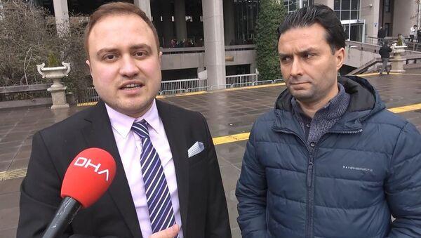 Sosyal medya hesabına gelen mesaj sonrası dolandırıcıların ağına düsen Akif Ada ve avukatı onur Yusuf Üregen. - Sputnik Türkiye