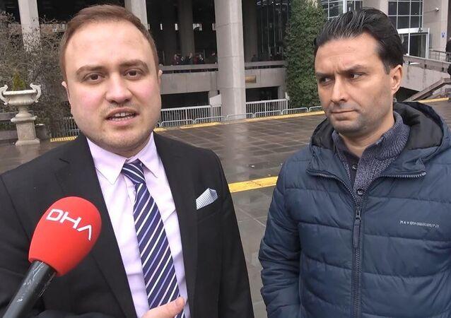Sosyal medya hesabına gelen mesaj sonrası dolandırıcıların ağına düsen Akif Ada ve avukatı onur Yusuf Üregen.