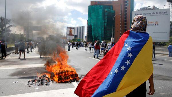 Venezüella'da devlet başkanı Nicolas Maduro'ya karşı düzenlenen gösteriler - Sputnik Türkiye