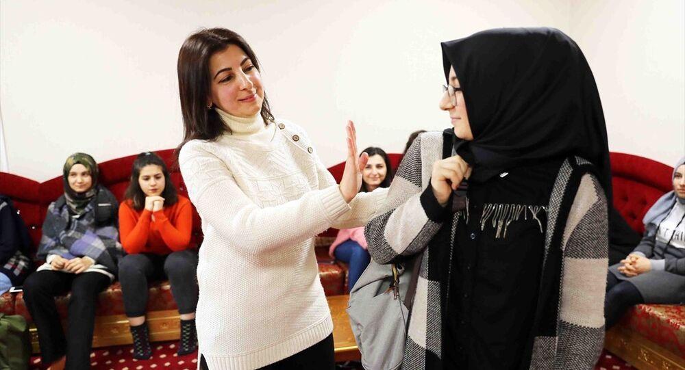 Bağcılar Belediyesi'nden hanımefendilik dersleri