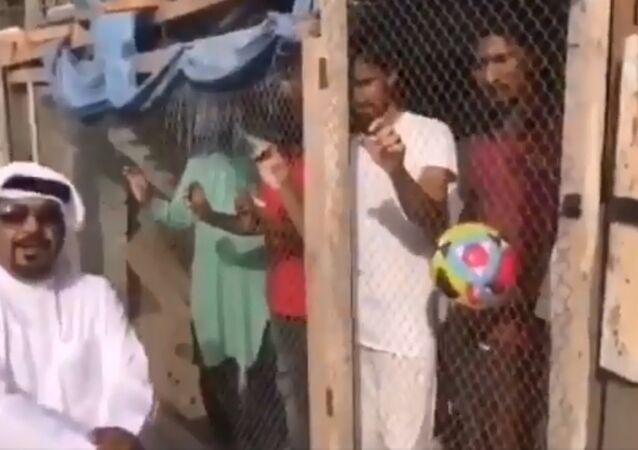 Çalışanlarını kafese kapatan patron