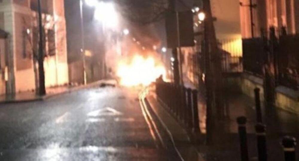 Kuzey İrlanda'da bomba yüklü araç infilak etti