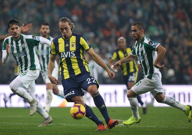 Spor Toto Süper Lig'inin 18. hafta maçında Fenerbahçe ve Bursaspor 1-1 berabere kaldı.