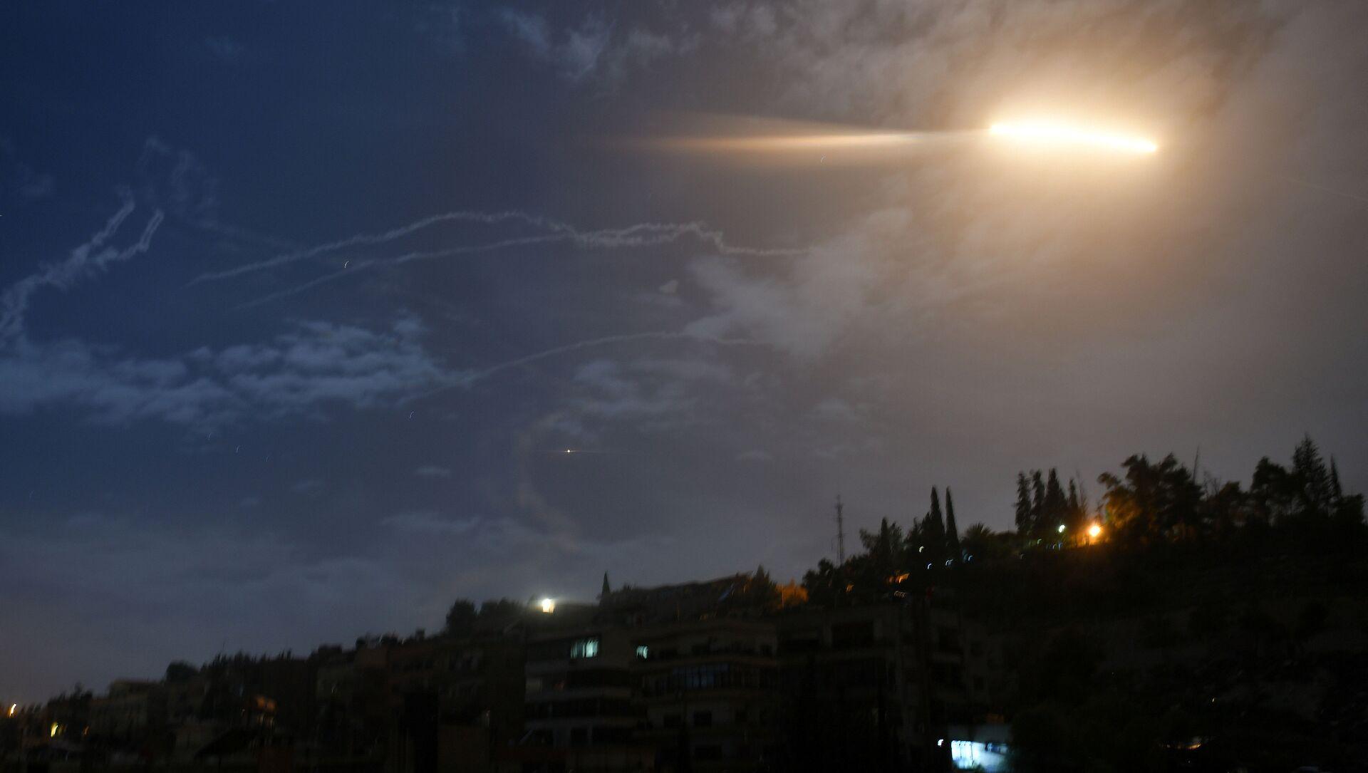 Suriye'nin başkenti Şam'da İsrail'in 21 Ocak'taki füze saldırısı - Sputnik Türkiye, 1920, 26.07.2021