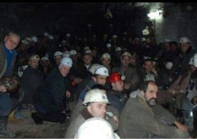 Kosova'daki Trepça Maden Ocağı'nda mahsur kalan işçiler