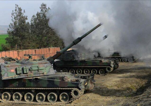 TSK obüsleri, Afrin'in güneydoğusundaki Tel Rıfat ilçesindeki YPG güçlerine ait mevzilere atışlar yaptı.
