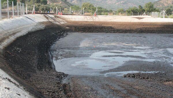 'Fabrikanın atık havuzundan sızan yağ, içme suyunu kirletti' iddiası - Sputnik Türkiye