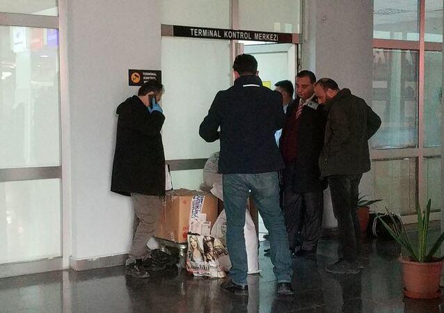 Muş'tan Bursa'ya otobüsle gönderilen koliden el bombası çıktı