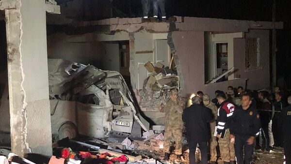Hatay'ın Altınözü ilçesinde bir binanın kazan dairesinde patlama oldu: 2 kişi hayatını kaybetti - Sputnik Türkiye