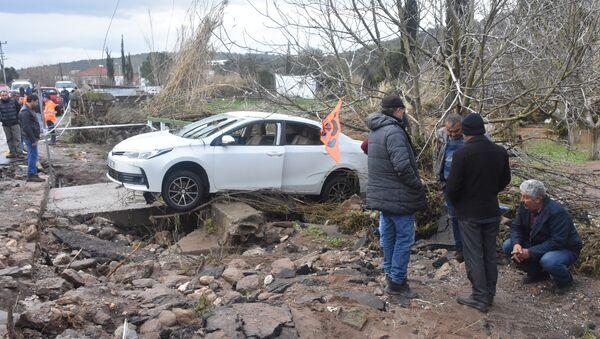 Bodrum - Nişanlı çift sele kapıldı - Sputnik Türkiye