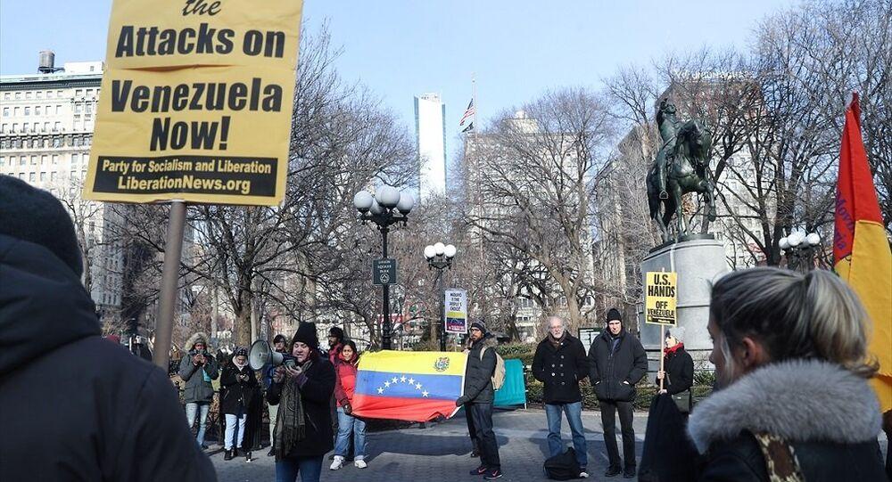 New York'un ünlü meydanlarından Union Square'de Venezüella Devlet Başkanı Nicolas Maduro'ya destek gösterisi
