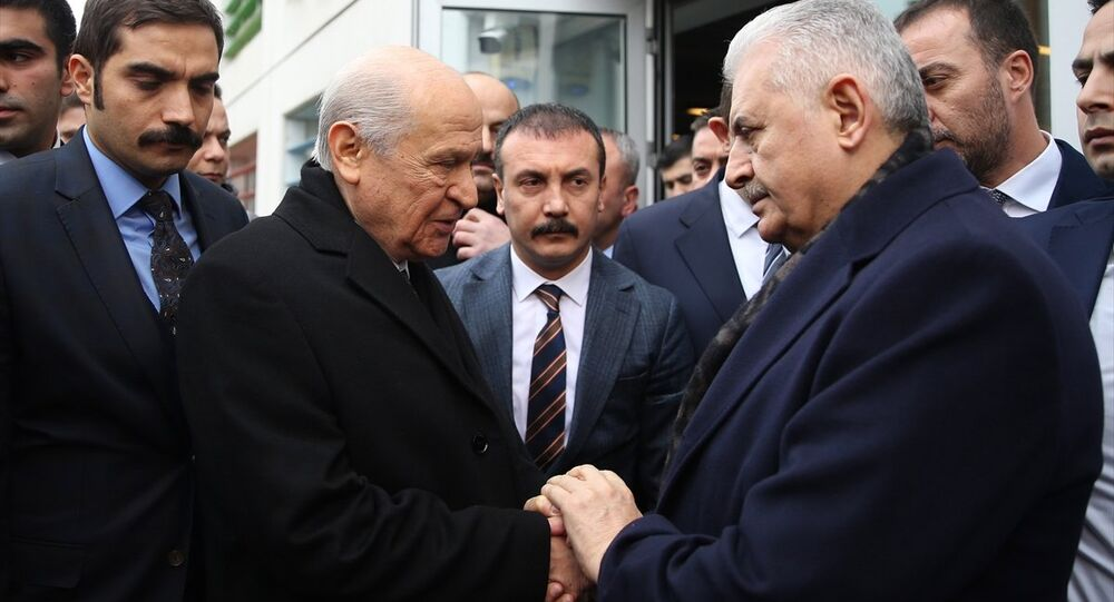 MHP Genel Başkanı Devlet Bahçeli, TBMM Başkanı ve AK Parti'nin İstanbul Büyükşehir Belediye Başkanı adayı Binali Yıldırım'ı ziyaret etti. Bahçeli ve Yıldırım, görüşmenin ardından gazetecilere açıklama yaptı.