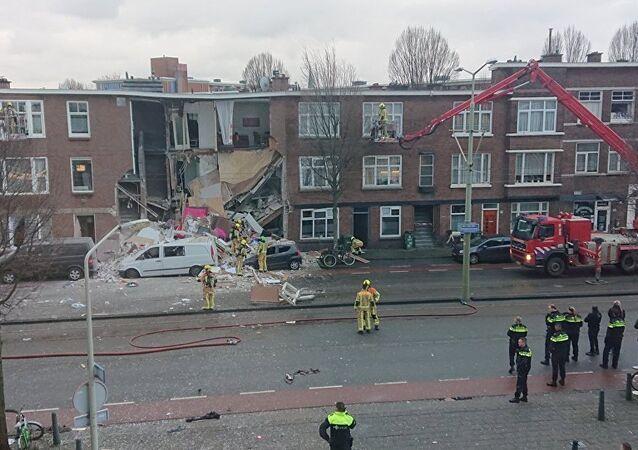 Lahey'de patlama sonucu yıkılan evler