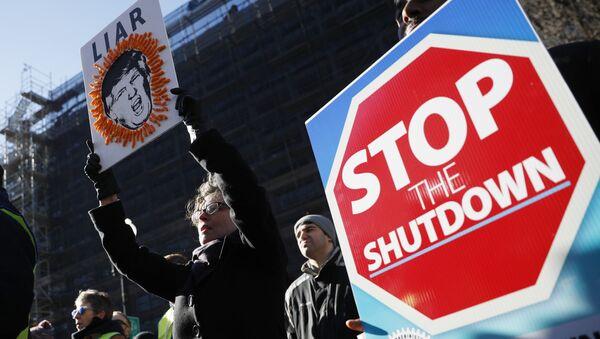 ABD'de federal hükümetin kapanmasını protesto eden göstericiler - Sputnik Türkiye