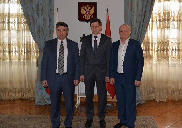 Zalimhan Hangereyev -Başkonsolos Podyelışev- Canbolat Magomedov