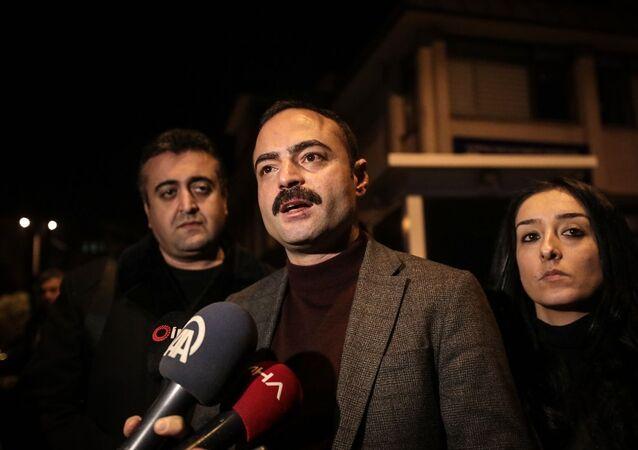 Parti binasına gelen kişilerce darbedilen Cumhuriyet Halk Partisi (CHP) Eyüpsultan İlçe Başkanı Sinan Akçiçek, polis merkezinde saldırıyla ilgili şikayette bulundu.