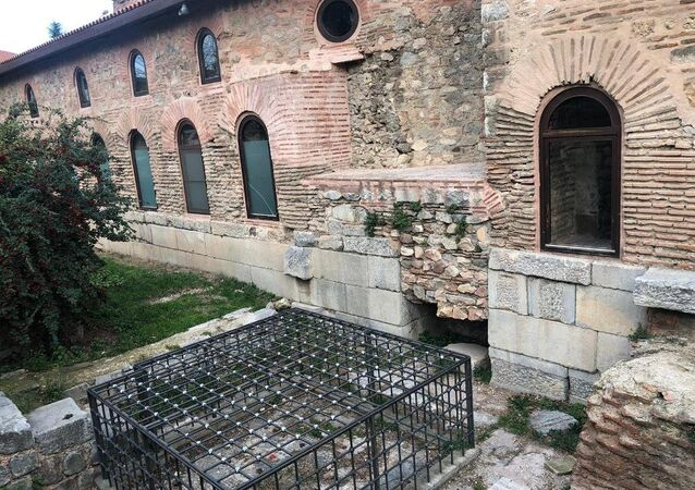 Demir kafesle 'korunan' Bizans mozaiği