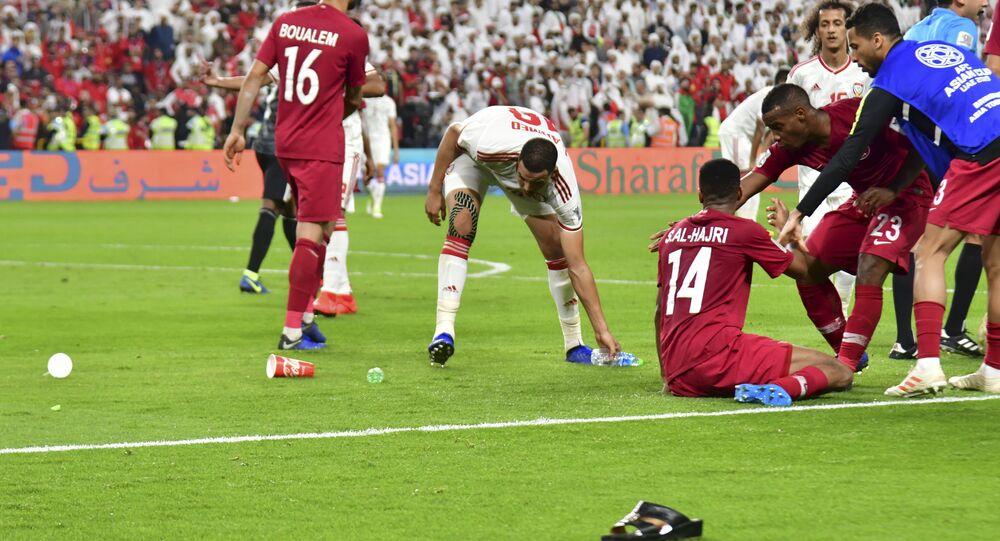 29 January 2019'da Abu Dabi'nin Muhammed Bin Zayed Stadyumu'nda BAE ile Katar arasında oynanan Asya Kupası yarı finali, sık sık sahaya şişe ve terlik atılmasıyla sekteye uğradı.