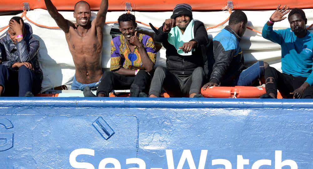 İtalya 12 gündür denizde bekletilen 47 göçmen
