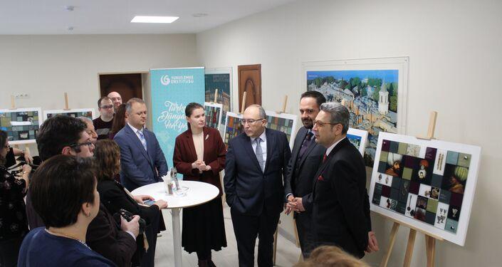 Kültür ve Turizm Bakan Yardımcısı Ahmet Haluk Dursun Moskova'daki Yunus Emre Kültür Enstitüsü'ndeki 'Türkiye-Dünya'nın en büyük müzesi' başlıklı serginin açılışını yaptı.