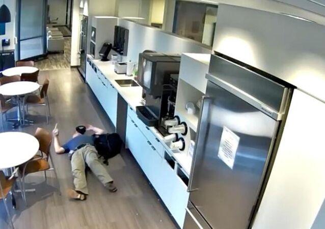 Sigortadan para almak için yaptığı sahtekârlığı güvenlik kamerası ortaya çıkardı