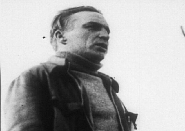 Kuzey Kutbu üzerinde Moskova'dan ABD'ye ilk inişsiz uçuş gerçekleştiren Sovyet pilot Çkalov 115 yaşında