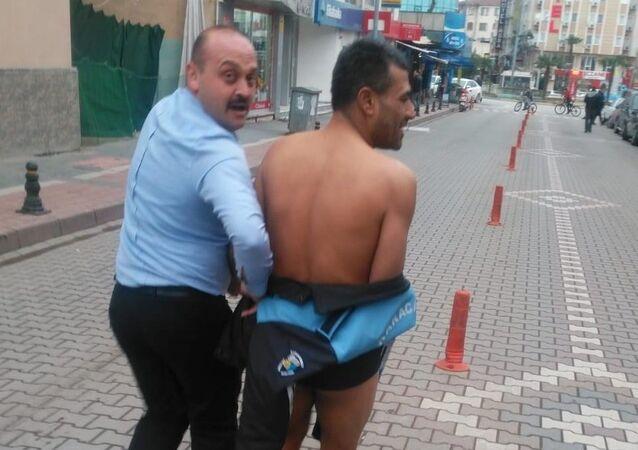 Bursa'da bir adam sokakta çırılçıplak yürüdü